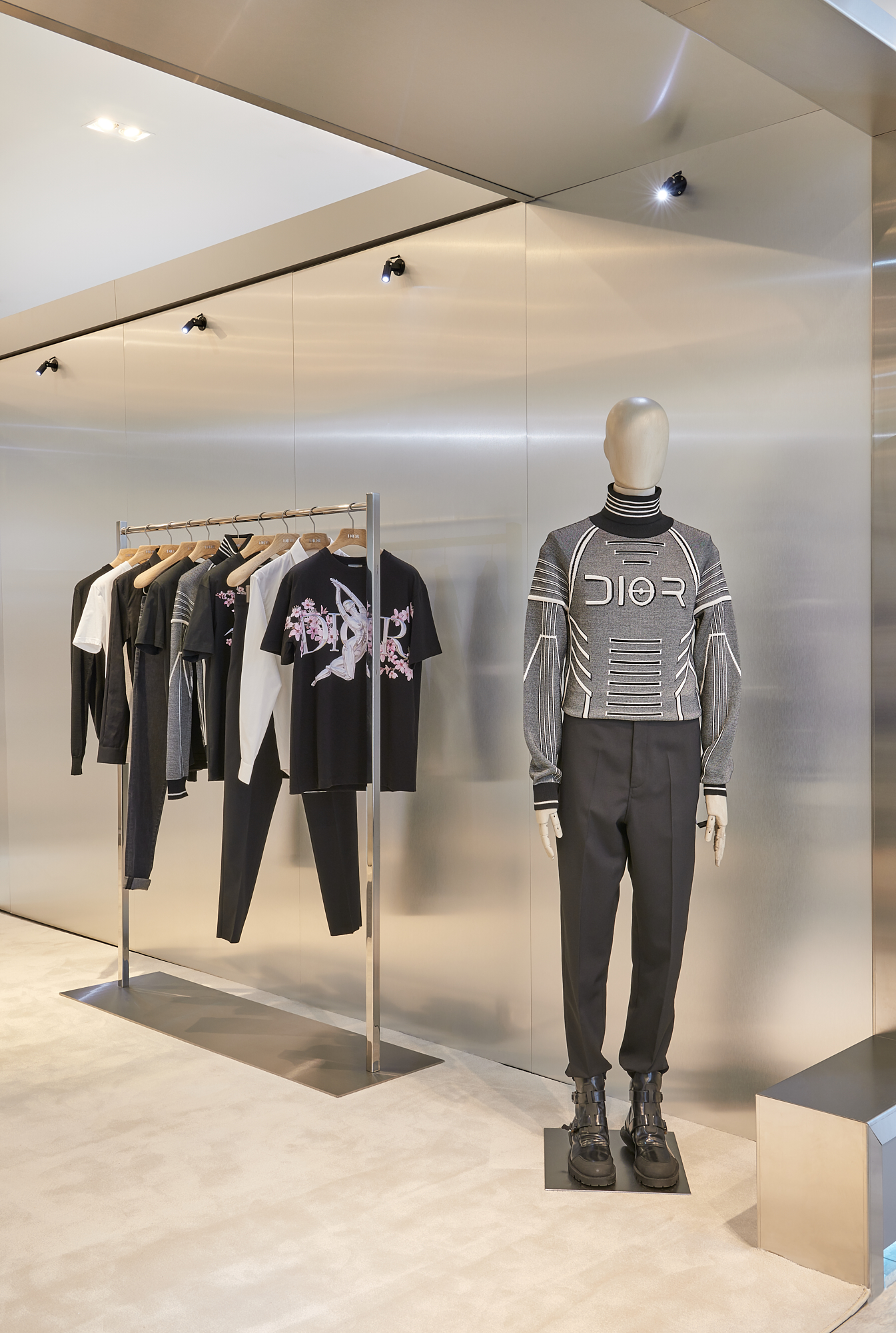 DIOR MEN BAY STREET BULL YORKDALE POP UP